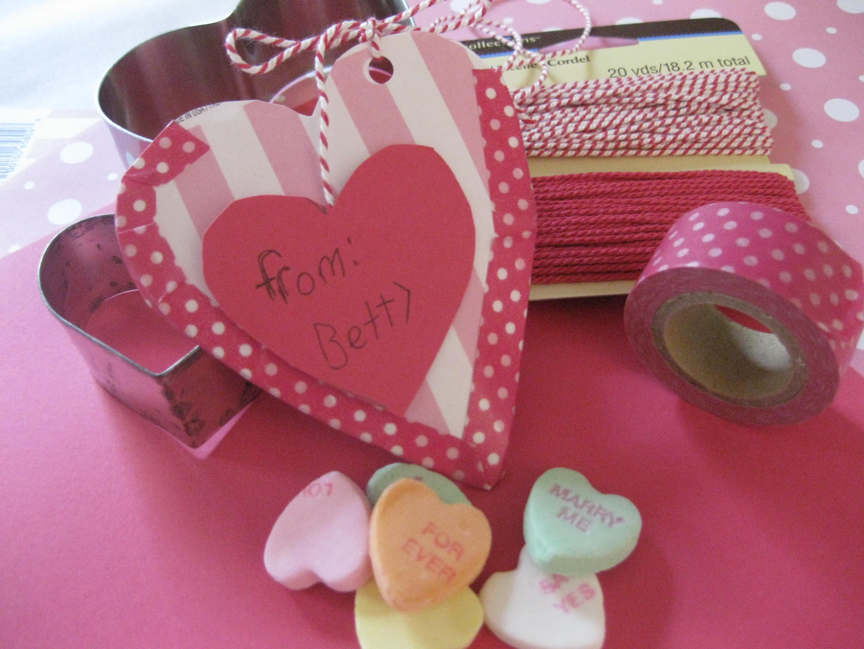 Paper heart pouch |