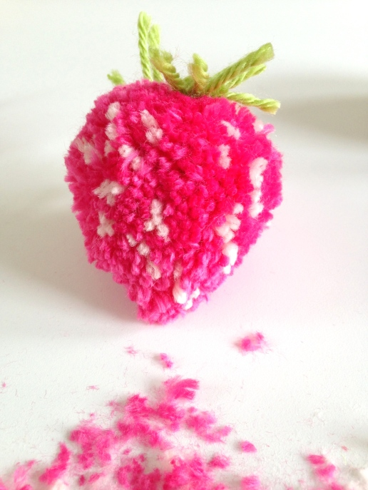 strawberry pom pom by homemadecity.com