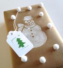 Pom pom wrapping at homemadecity.com