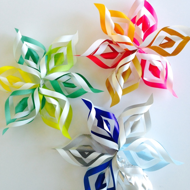 how to make 3d snowflakes with paper and scissors