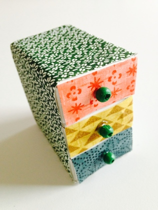 tiny chest of drawers by homemadecity.com